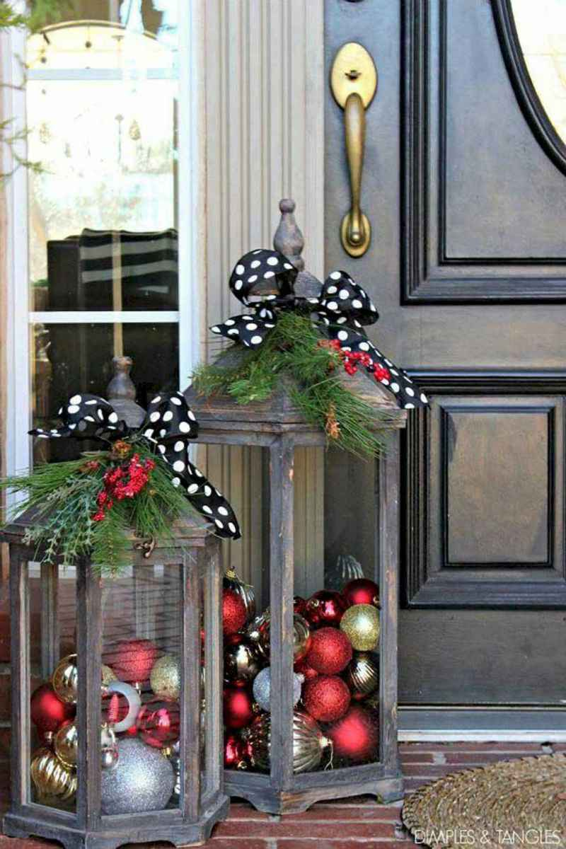 25 Incredibly Christmas Decorations Porch For First Apartment Ideas (21)