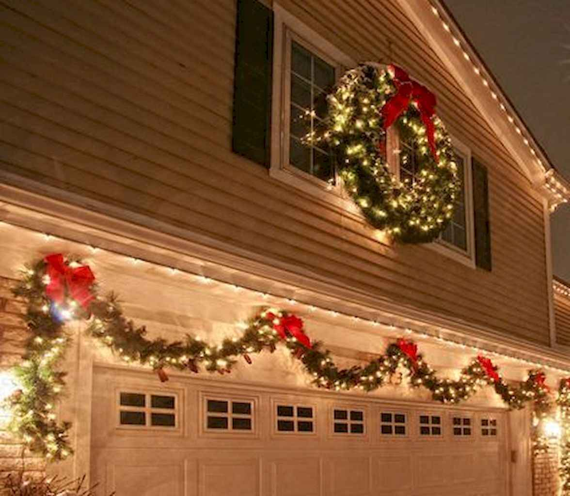 35 Beautiful Christmas Decorations Outdoor Lights Ideas (16)