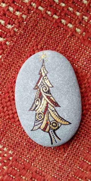 50 DIY Christmas Rock Painting Ideas (30)