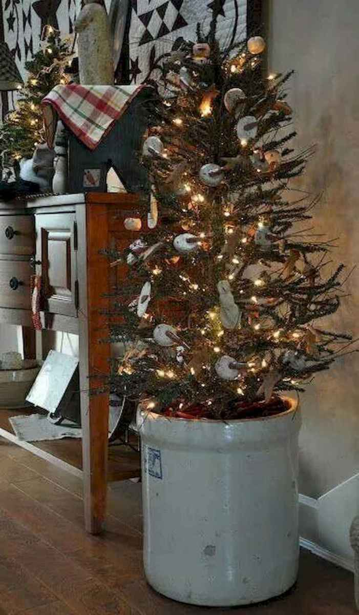 55 Front Porches Farmhouse Christmas Tree Decorations (12)