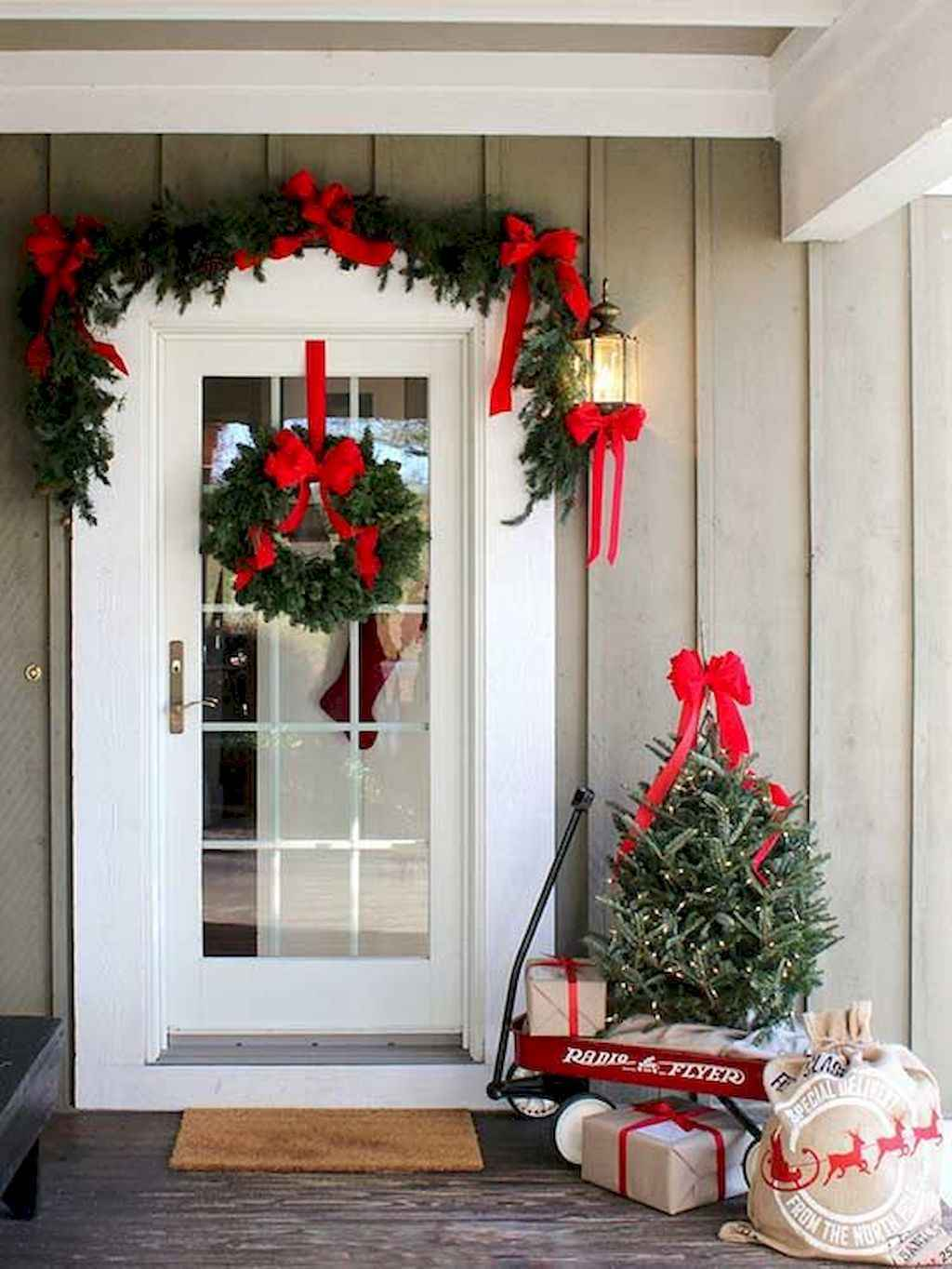 55 farmhouse christmas tree front porches decor ideas. Black Bedroom Furniture Sets. Home Design Ideas