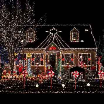 70 Awesome Farmhouse Style Exterior Christmas Lights Decorations (1)