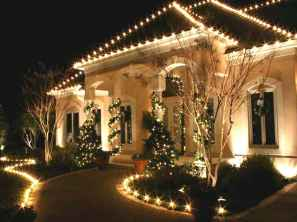 70 Awesome Farmhouse Style Exterior Christmas Lights Decorations (27)