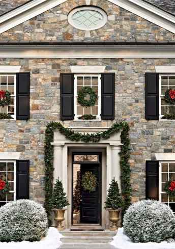 70 Awesome Farmhouse Style Exterior Christmas Lights Decorations (32)