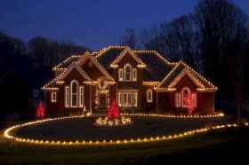 70 Awesome Farmhouse Style Exterior Christmas Lights Decorations (36)
