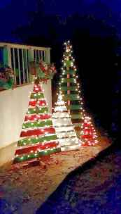 70 Awesome Farmhouse Style Exterior Christmas Lights Decorations (62)