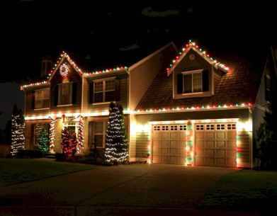 70 Awesome Farmhouse Style Exterior Christmas Lights Decorations (66)