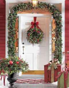 70 Awesome Farmhouse Style Exterior Christmas Lights Decorations (67)