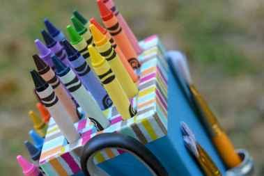 10 DIY Knife Block Crayon Holder Crafts Ideas (7)