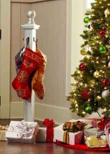 16 Christmas Decorations Ideas For First Apartment (15)
