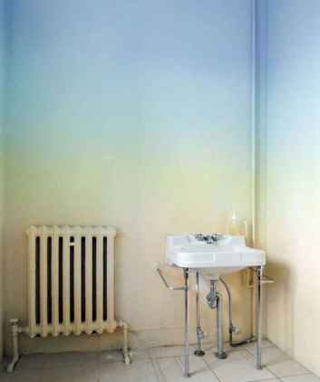 22 DIY Painted Ombre Wall For Apsrtment Decor Ideas (21)
