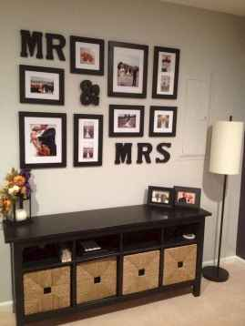 40 DIY Family Photos Display Ideas For Apartment Decor (35)