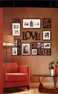 40 DIY Family Photos Display Ideas For Apartment Decor (40)