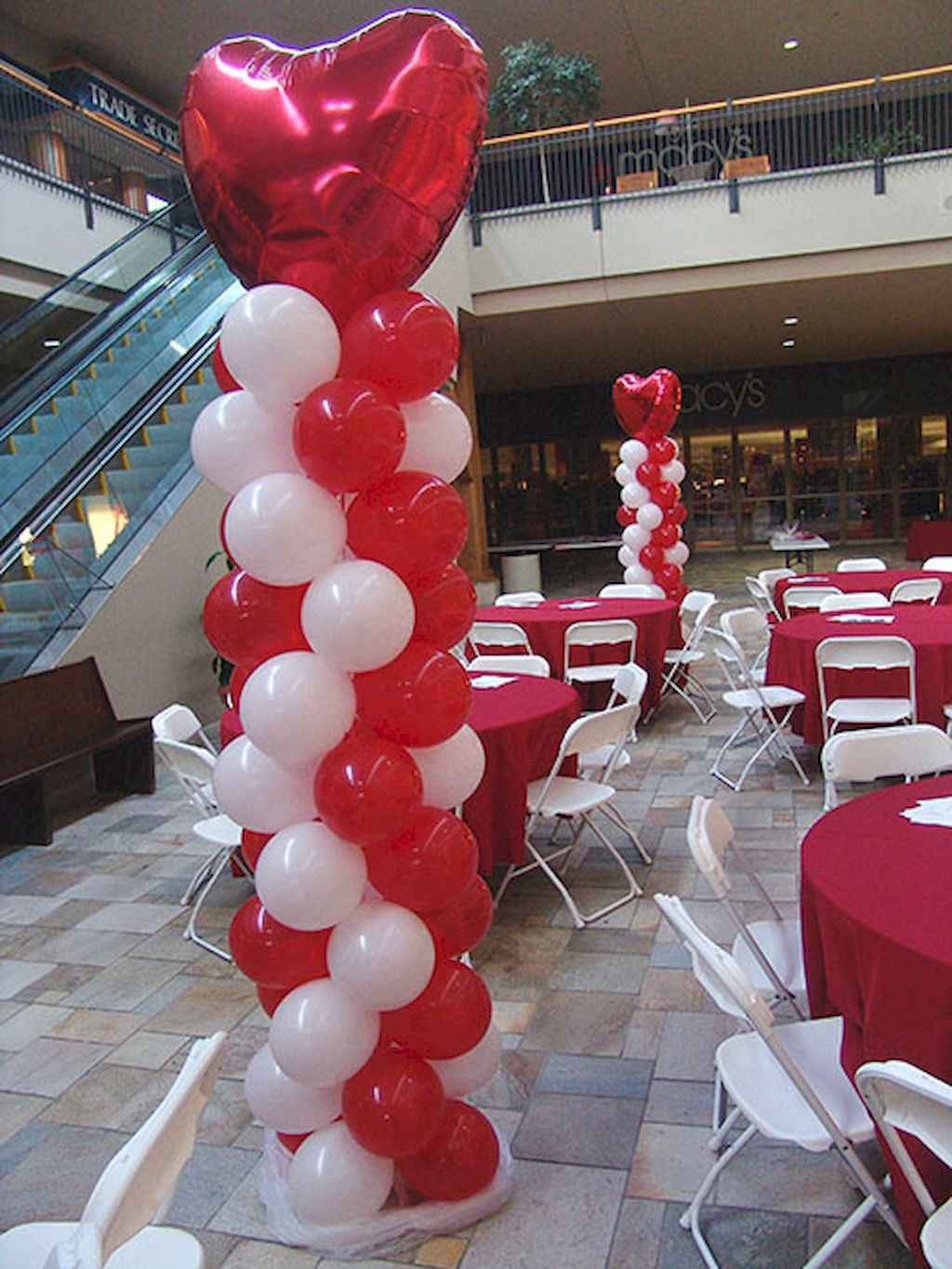 44 Romantic Valentines Party Decor Ideas (29)