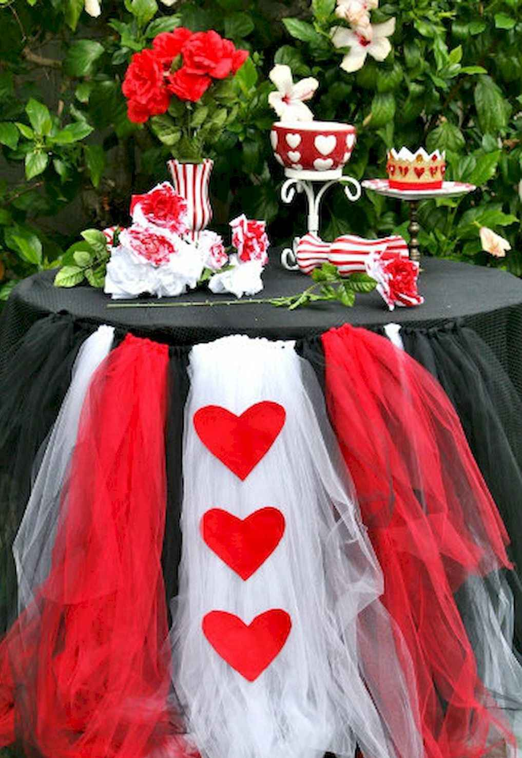 44 Romantic Valentines Party Decor Ideas (38)