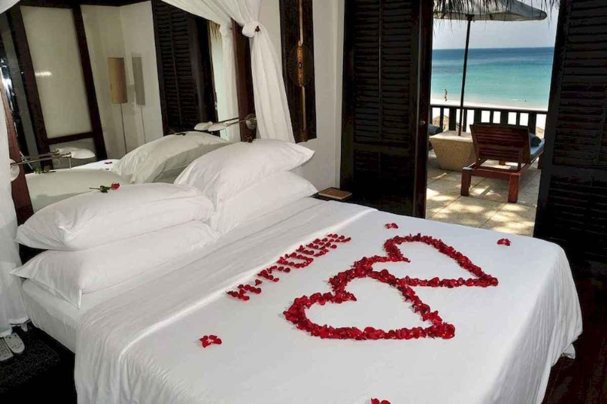 50 Romantic Valentine Bedroom Decor Ideas (19)
