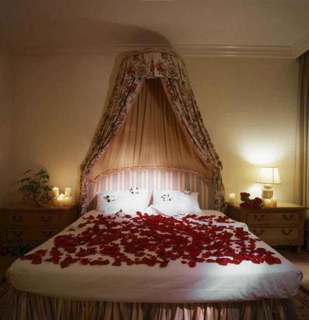 50 Romantic Valentine Bedroom Decor Ideas (34)