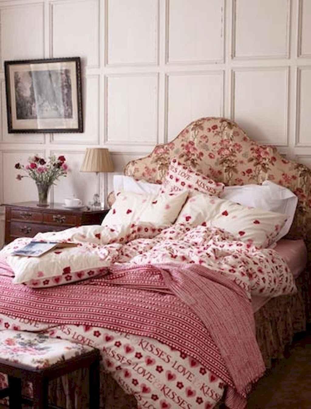 50 Romantic Valentine Bedroom Decor Ideas (45)