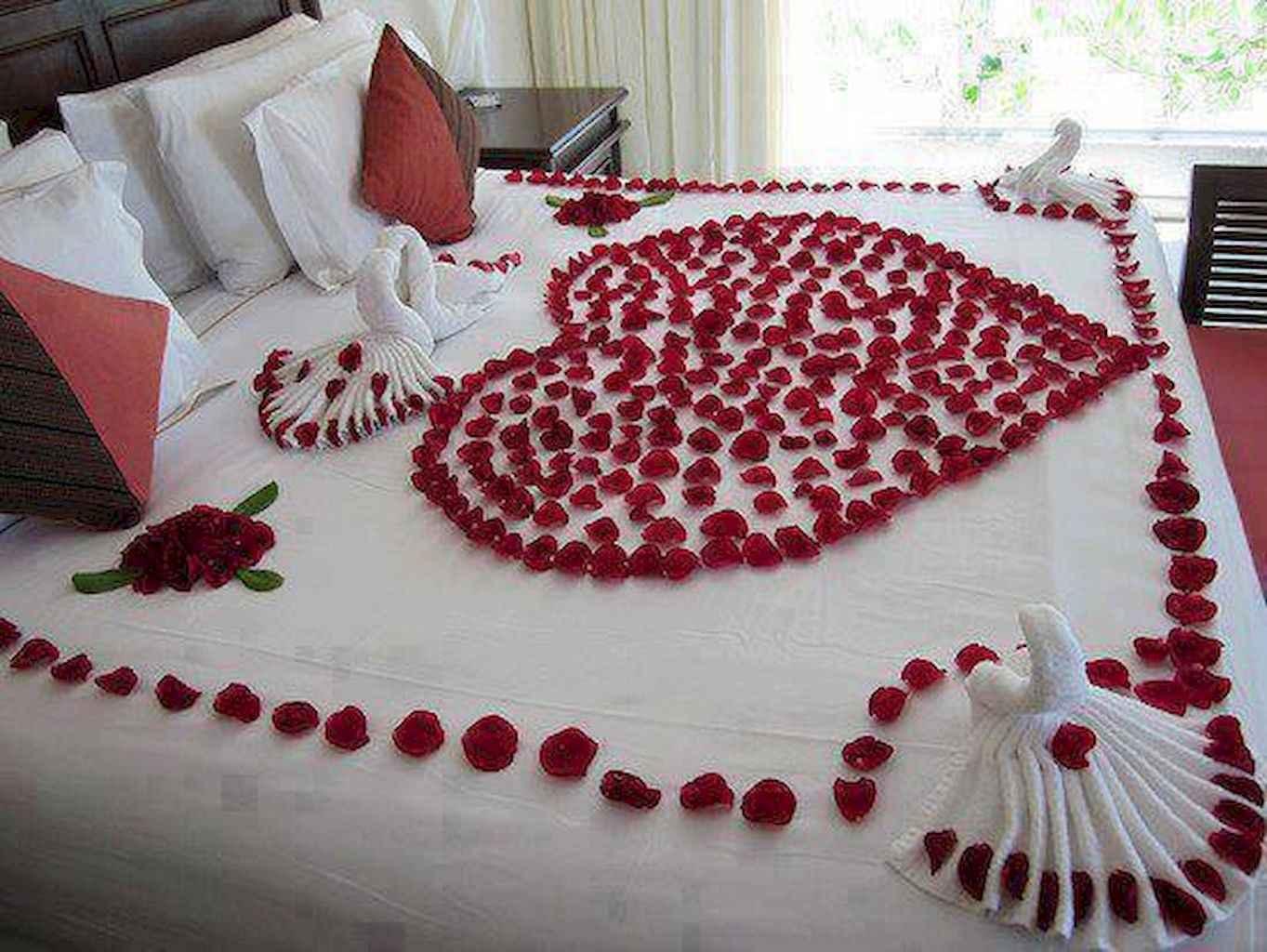 50 Romantic Valentine Bedroom Decor Ideas (6)