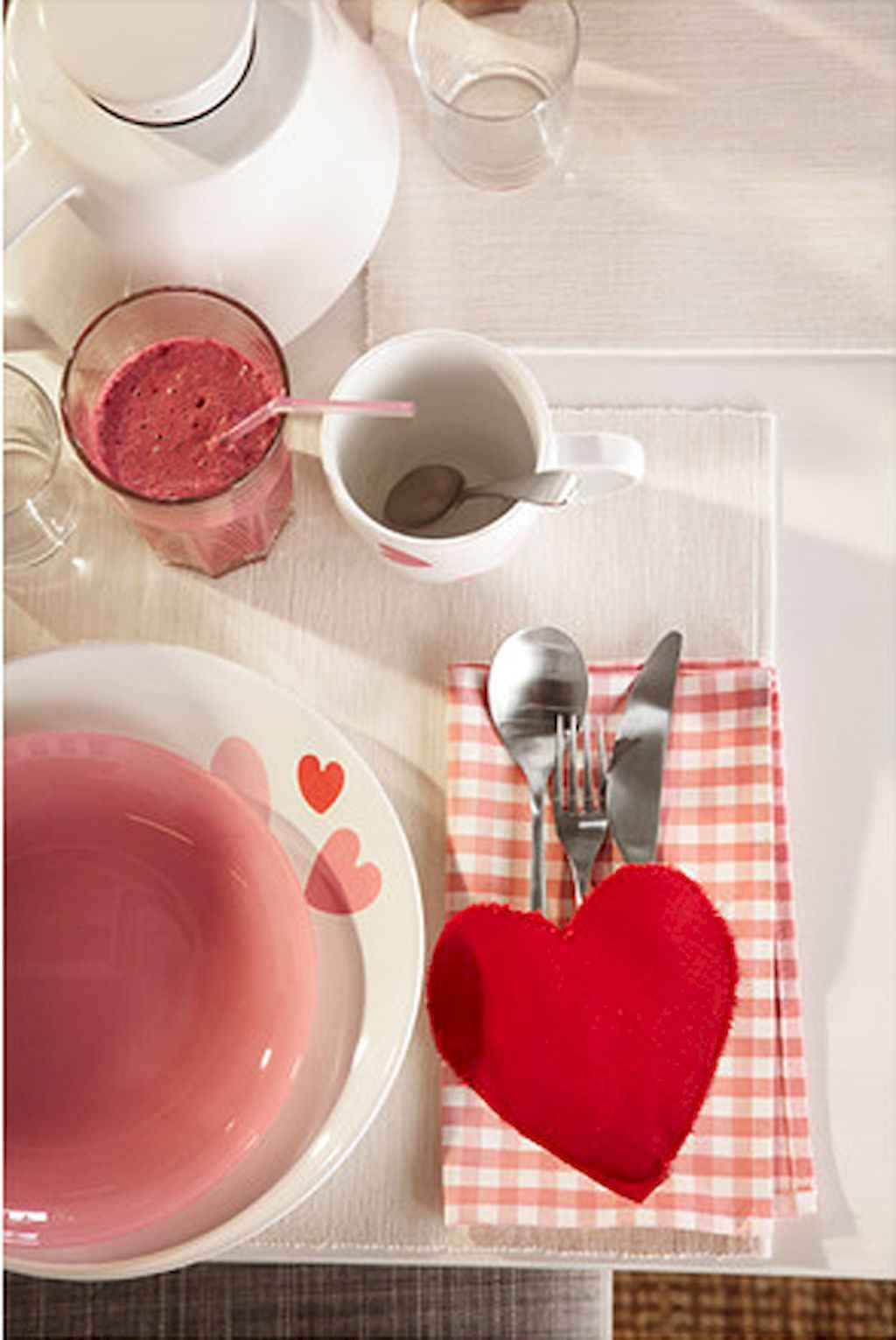 66 Romantic Valentines Table Settings Decor Ideas (28)