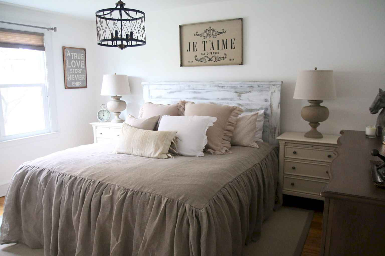 100 Stunning Farmhouse Master Bedroom Decor Ideas (18)
