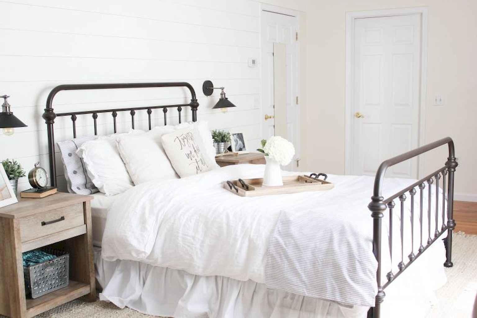 100 Stunning Farmhouse Master Bedroom Decor Ideas (37)