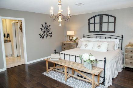 100 Stunning Farmhouse Master Bedroom Decor Ideas (5)