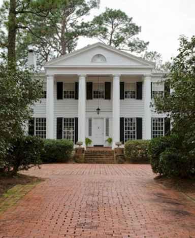 80 Amazing Plantation Homes Farmhouse Design Ideas (49)