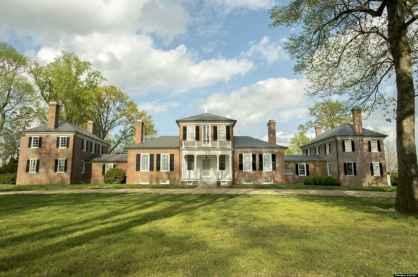 80 Amazing Plantation Homes Farmhouse Design Ideas (55)