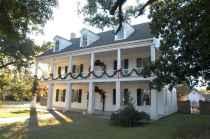 80 Amazing Plantation Homes Farmhouse Design Ideas (57)