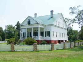 80 Amazing Plantation Homes Farmhouse Design Ideas (59)