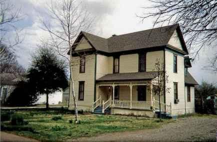 80 Stunning Victorian Farmhouse Plans Design Ideas (31)