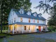 80 Stunning Victorian Farmhouse Plans Design Ideas (41)