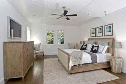 Best 25 Farmhouse Master Bedroom Decor Ideas (15)