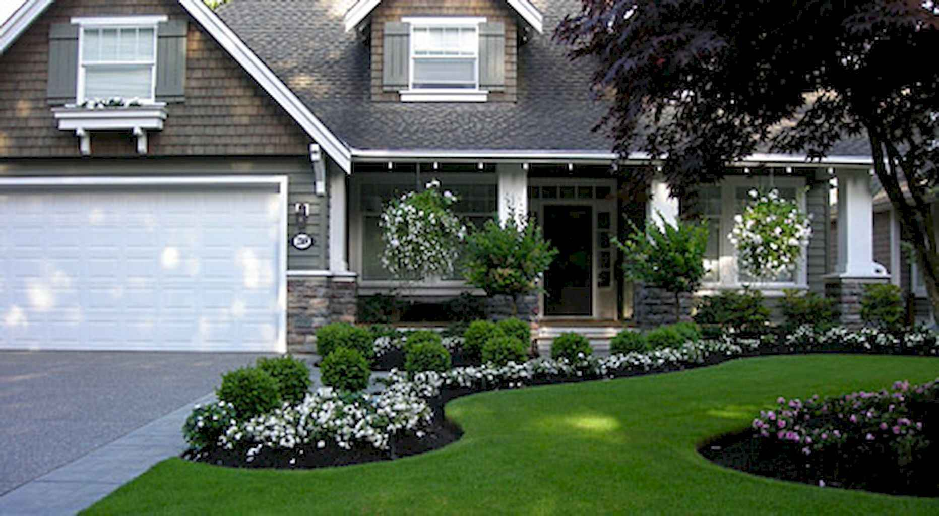 35 Beautiful Frontyard Landscaping Design Ideas and Remodel (27)