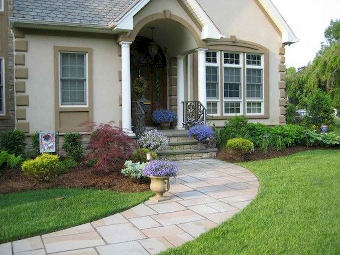 35 Beautiful Frontyard Landscaping Design Ideas and Remodel (5)