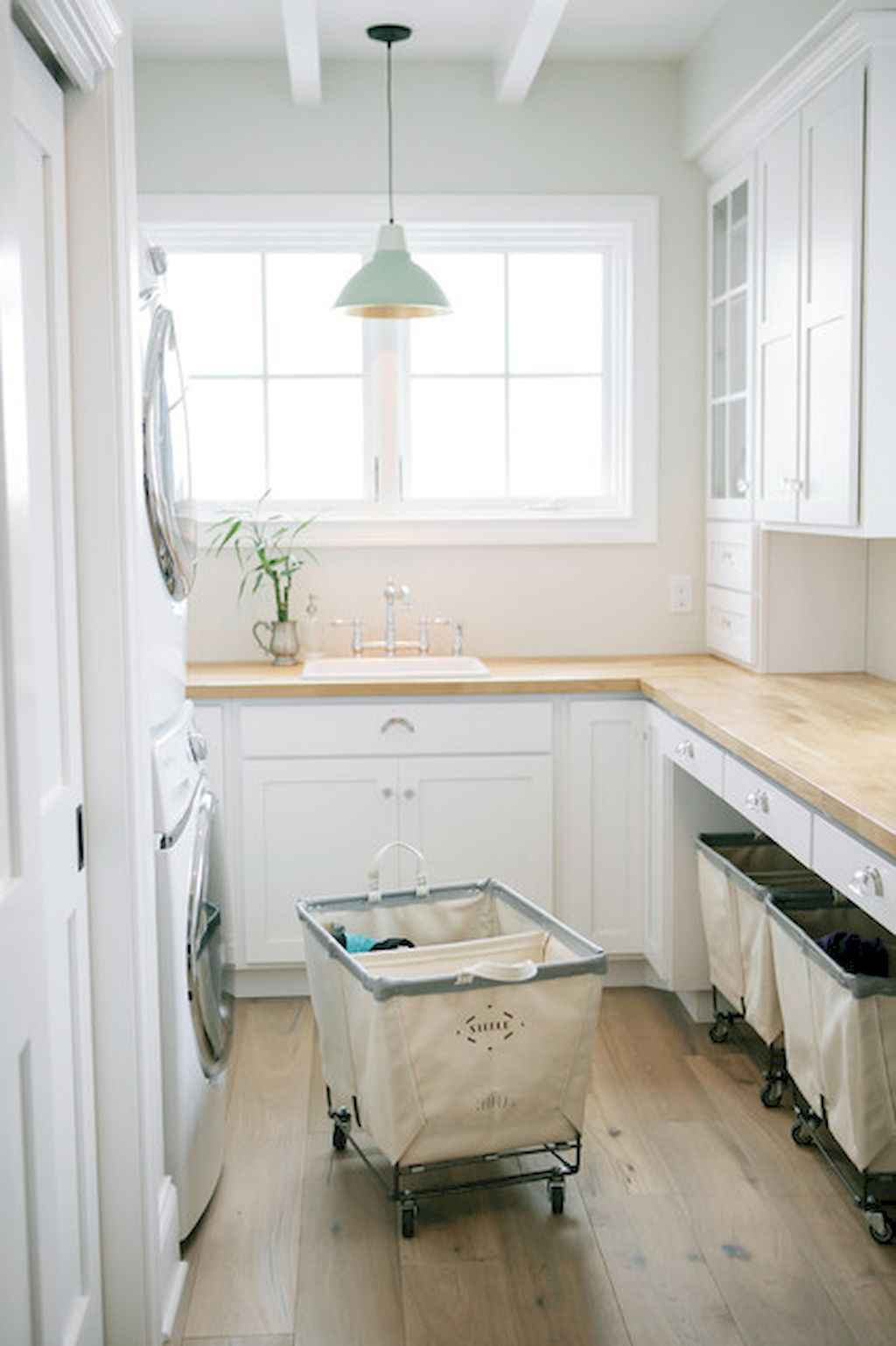 45 Rustic Farmhouse Laundry Room Design Ideas and Makeover (34)