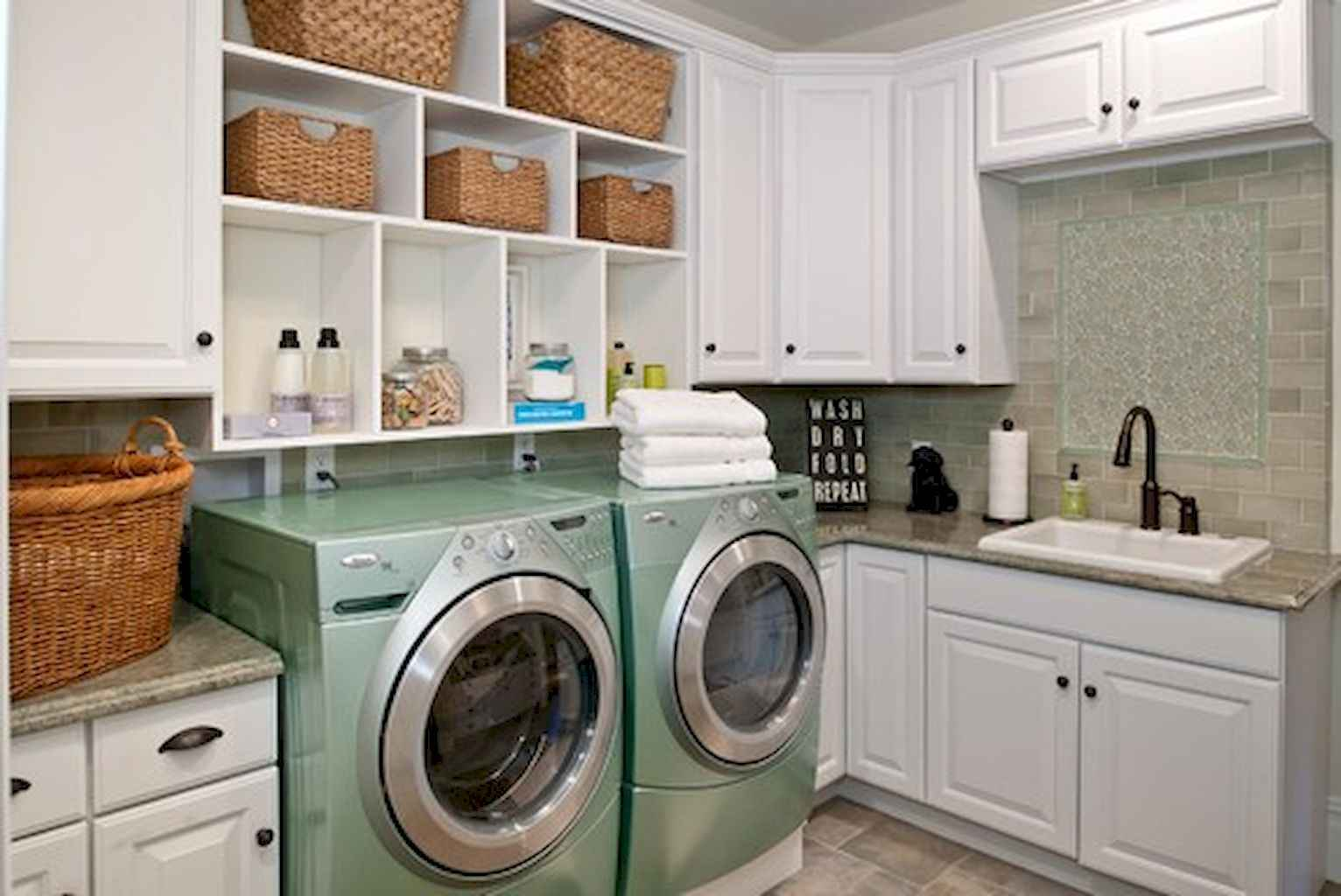 45 Rustic Farmhouse Laundry Room Design Ideas and Makeover (44)