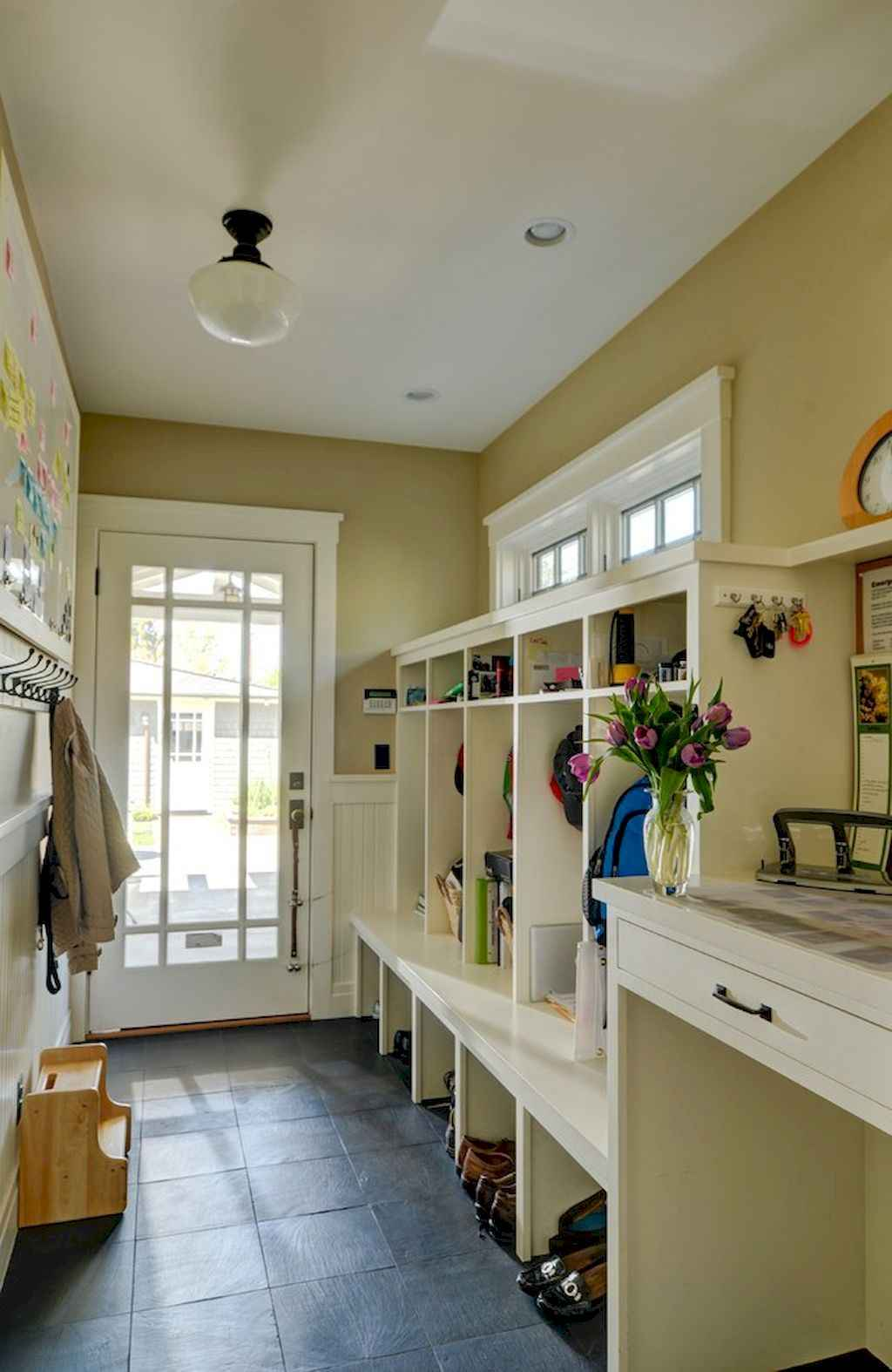 65 Cool Mudroom Design Ideas and Remodel (20)