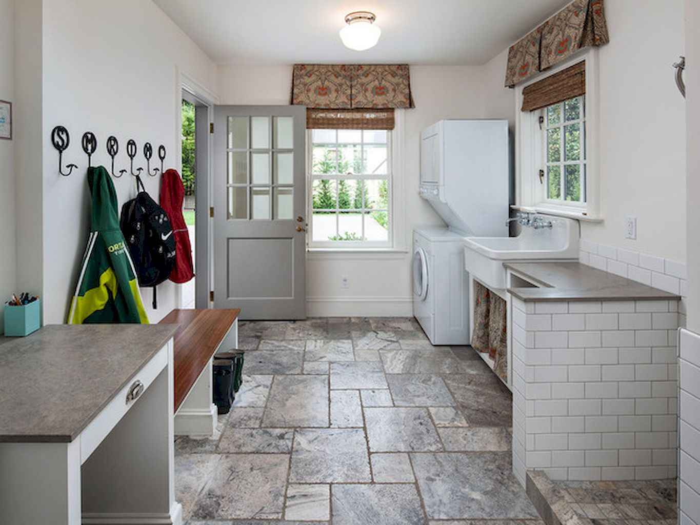 65 Cool Mudroom Design Ideas and Remodel (54)