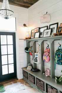 40 Stunning Farmhouse Entryway Decorating Ideas And Remodel (7)