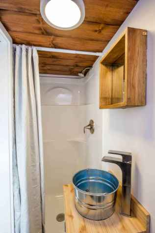 40 Stunning Tiny House Bathroom Shower Design Ideas And Remodel (24)
