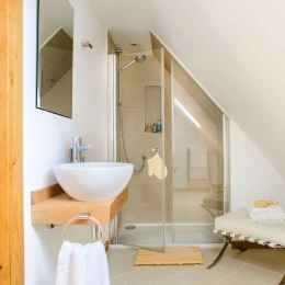 40 Stunning Tiny House Bathroom Shower Design Ideas And Remodel (33)