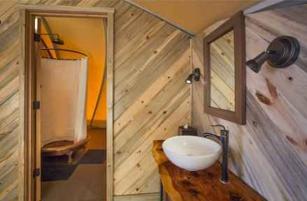 40 Stunning Tiny House Bathroom Shower Design Ideas And Remodel (6)