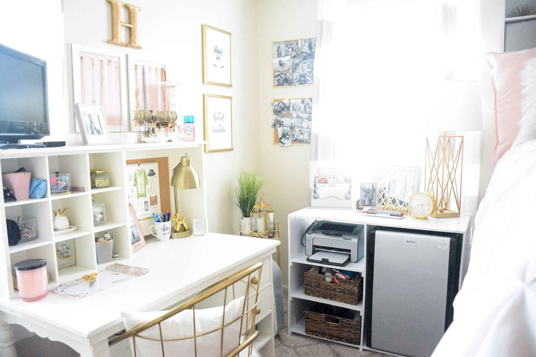 60 Gorgeous College Dorm Room Decorating Ideas And Makeover (35)