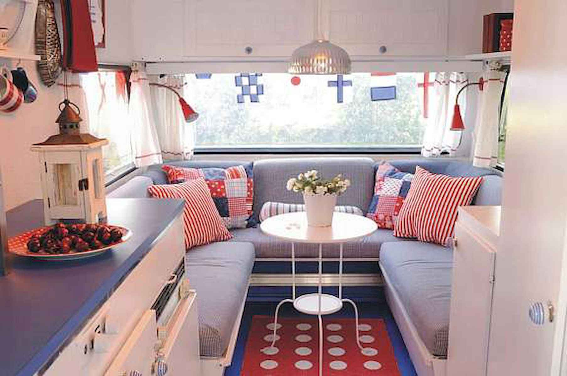 70 Stunning RV Living Camper Room Ideas Decorations Make Your Summer Awesome (27)