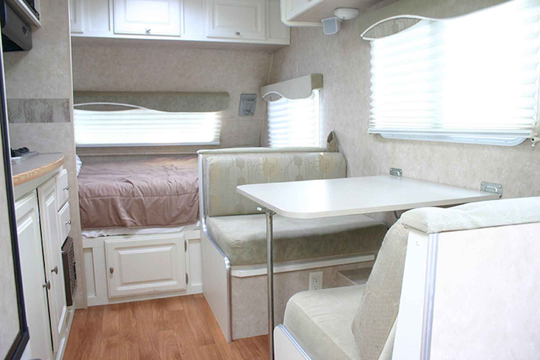 70 Stunning RV Living Camper Room Ideas Decorations Make Your Summer Awesome (44)
