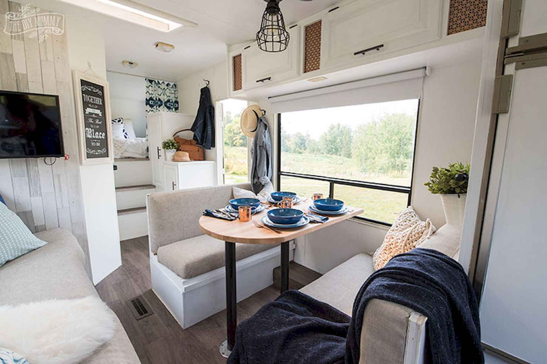 70 Stunning RV Living Camper Room Ideas Decorations Make Your Summer Awesome (59)