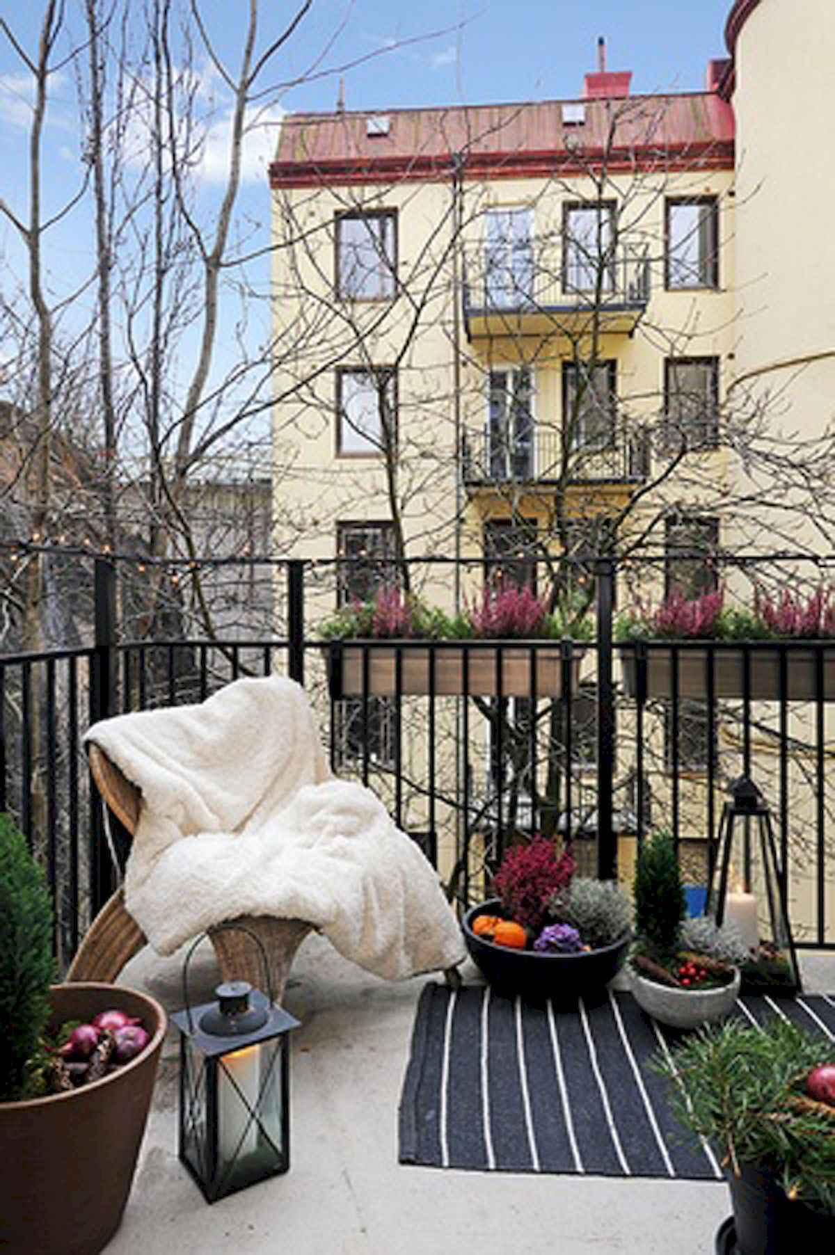 80 Small Apartment Balcony Decor Ideas And Makeover (70)