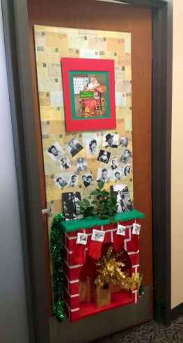 40 Creative DIY Christmas Door Decorations For Home And School (12)